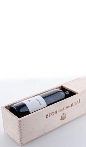 Eine Flasche in der Clos del Sarrai Holzkiste aus naturbelassenem Birkensperrholz mit Schiebedeckel 2013 Trossos del Priorat