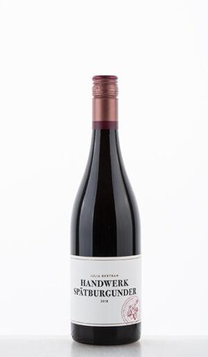 Handwerk Spätburgunder 2018 Bertram Baltes 300x513 - Lebendige Weine
