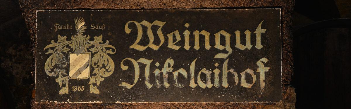 Nikolaihof Wachau altes schild Familie Saass